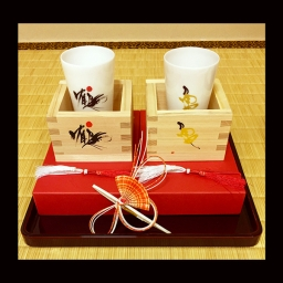 "<h5>Sake Drinking Cup Set including commemorative traditional style wooden box cups</h5><p>¥5,400 (including tax) - I expressed a crane flying over the sky and a turtle walking on the Earth. Cranes and turtles are symbols of longevity and good fortune in Japan. Mino Style Pottery. Made in Ogaki. <br /><a href=""https://aisuzuki.shop-pro.jp/"">Online Shop</a><br /> <a href=""http://toyunagae.com/items/"">Nagae</a></p>"